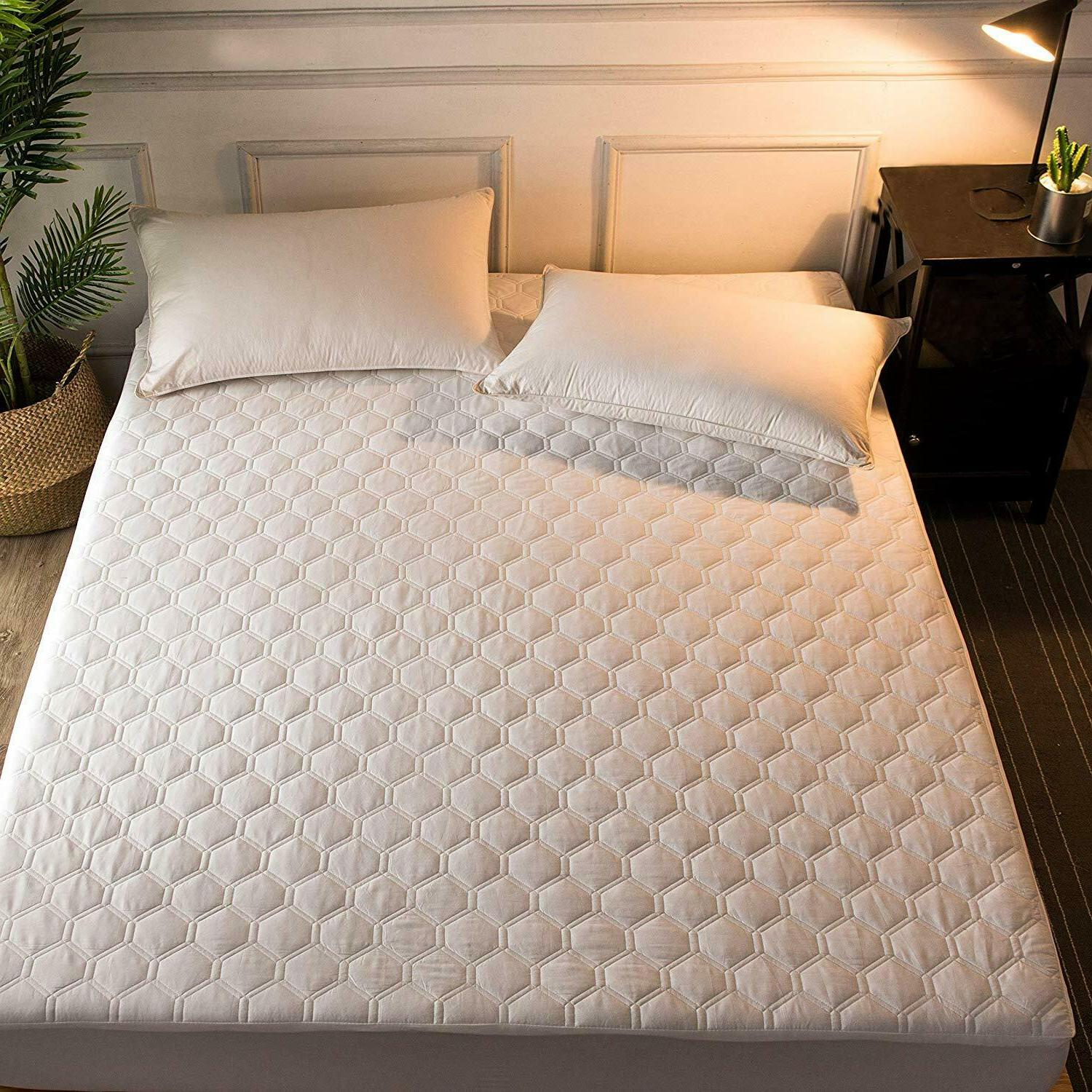 Quilted Waterproof Hypoallergenic Mattress Pad Fitted Top